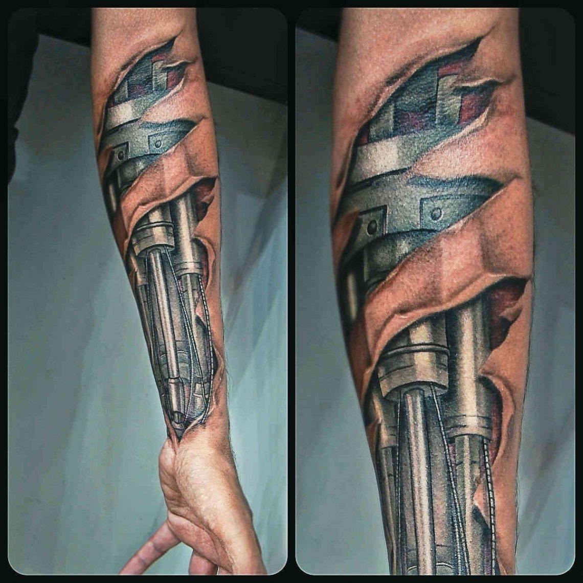 Cara Delevingne se llena el cuerpo de tatuajes y posa